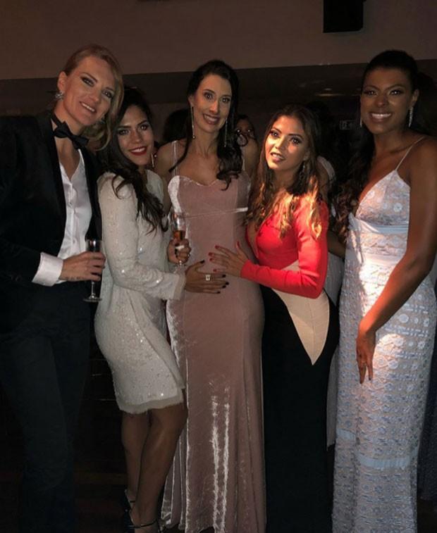 Mari, Sintia Valeria, Sheila, Léia Nicolosi e Fe Garay (Foto: Reprodução)