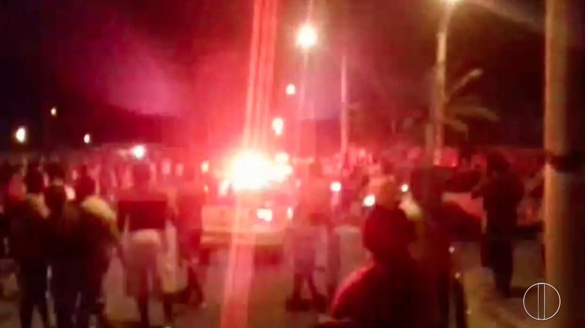 Motociclista morre e carona fica ferido em acidente envolvendo viatura da PM em Campos, no RJ