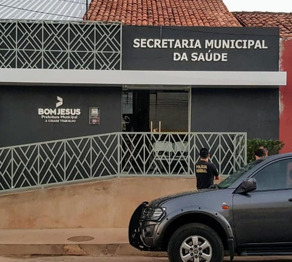 Polícia Federal cumpriu mandados de busca na sede da secretaria municipal de saúde de Bom Jesus, no Piauí — Foto: Polícia Federal/ Divulgação
