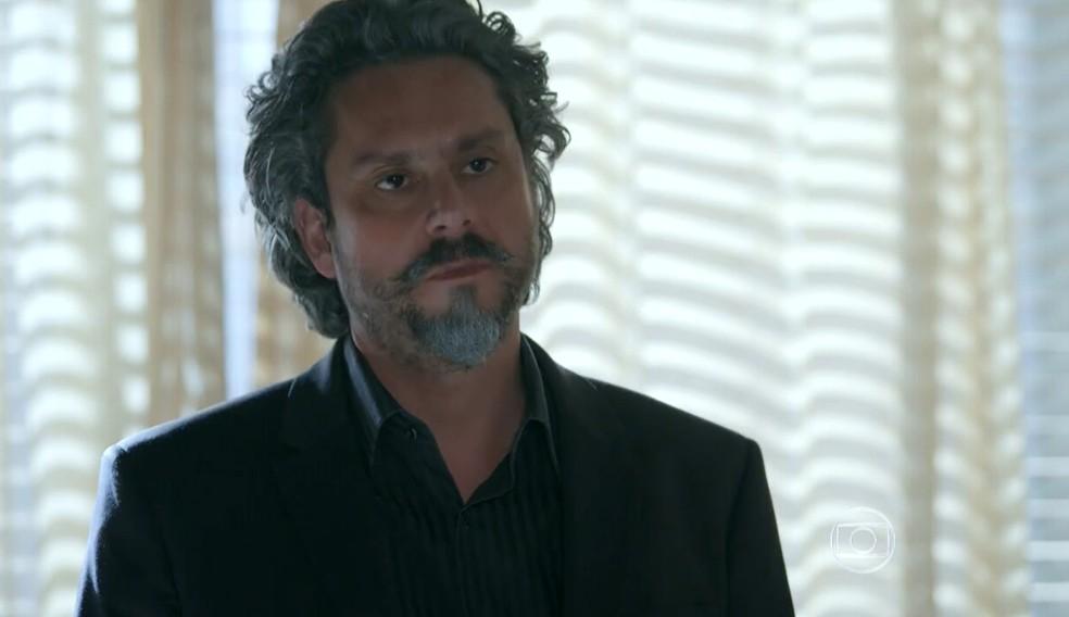 José Alfredo (Alexandre Nero) quer saber quais os planos de Maurílio (Carmo Dalla Vecchia) - 'Império' — Foto: Globo