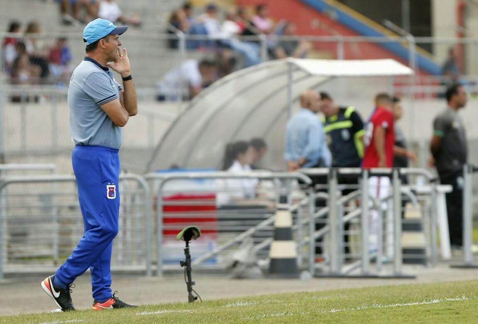Wagner Lopes: um empate e duas derrotas no Paraná Clube (Foto: Hugo Harada/Gazeta do Povo)