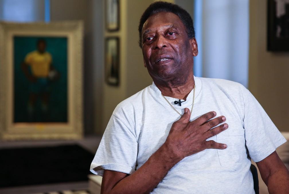 Rei Pelé concede entrevista no Museu Pelé, em Santos — Foto: MARCELO D. SANTS/FRAMEPHOTO/ESTADÃO CONTEÚDO