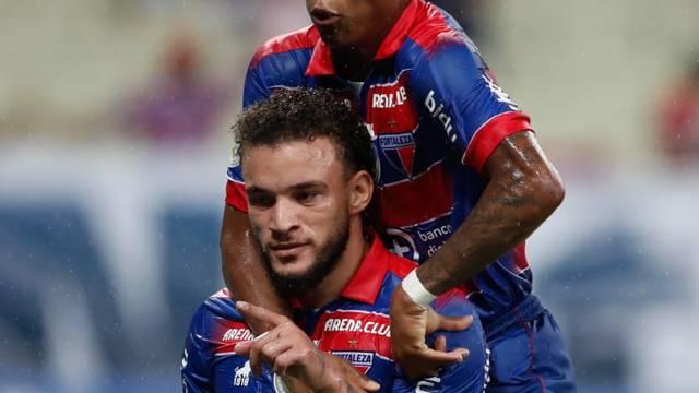 André Luís comemora outro gol do Fortaleza