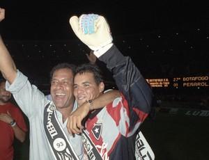 Carlos Alberto e William Bacana Botafogo Conmebol 1993 (Foto: Julio Cesar Guimarães / O Globo)