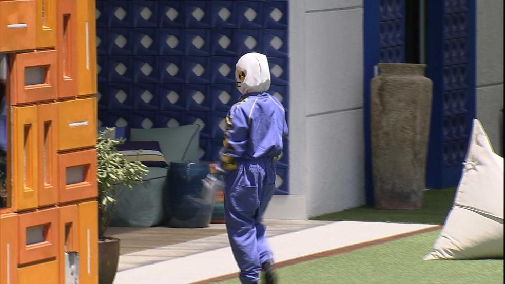 Carla Diaz volta para casa vestida de dummy após Paredão Falso no BBB21 — Foto: Globo