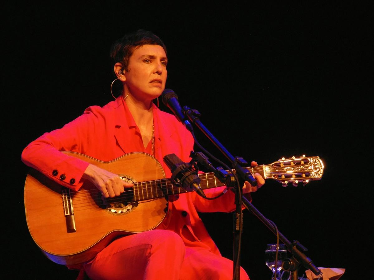 Adriana Calcanhotto faz tudo soar novo de novo em show de voz e violão no Rio de Janeiro | Blog do Mauro Ferreira