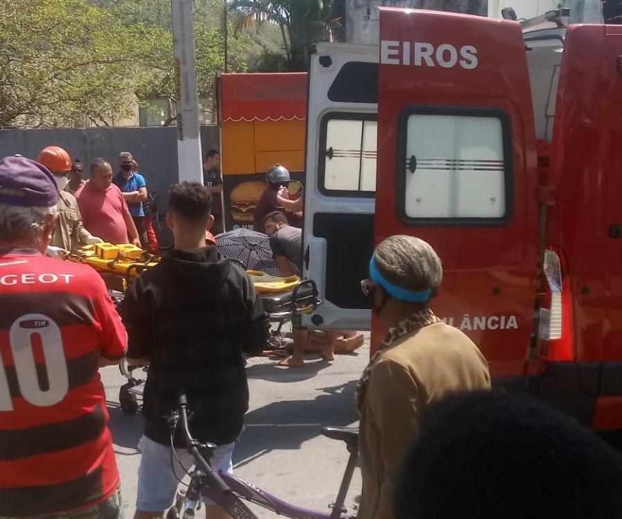 Criança é atingida por moto enquanto andava de bicicleta em Angra dos Reis