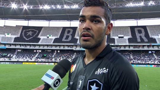 Brenner diz que Botafogo errou demais no clássico e reclama de lance de Rildo