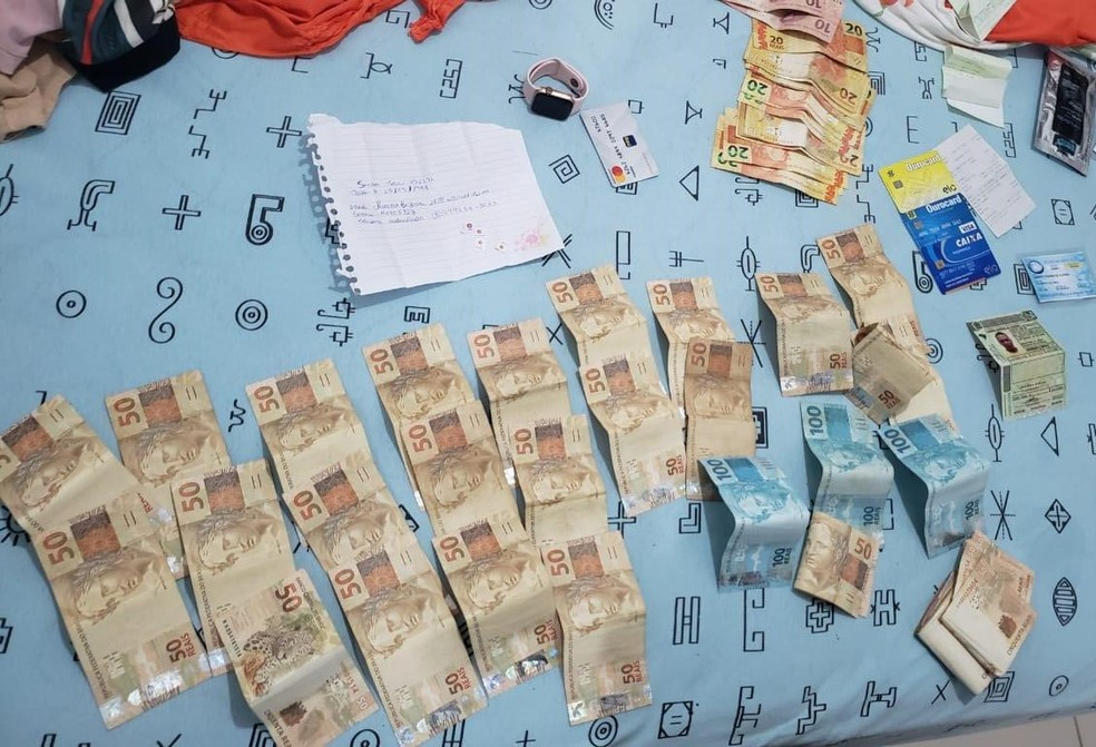 Durante as buscas no imóvel foi comprovado o elevado padrão de vida, no local foram apreendidos quase R$ 3 mil — Foto: Polícia Federal/Divulgação