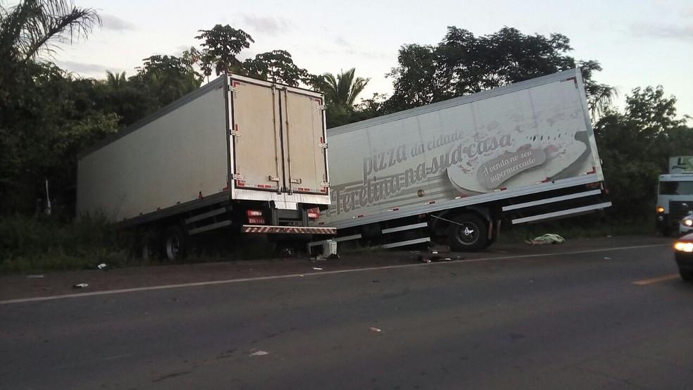 Condutor cochilou ao volante e causou acidente que vitimou uma pessoa na BR-135 (Foto: Divulgação/PRF)