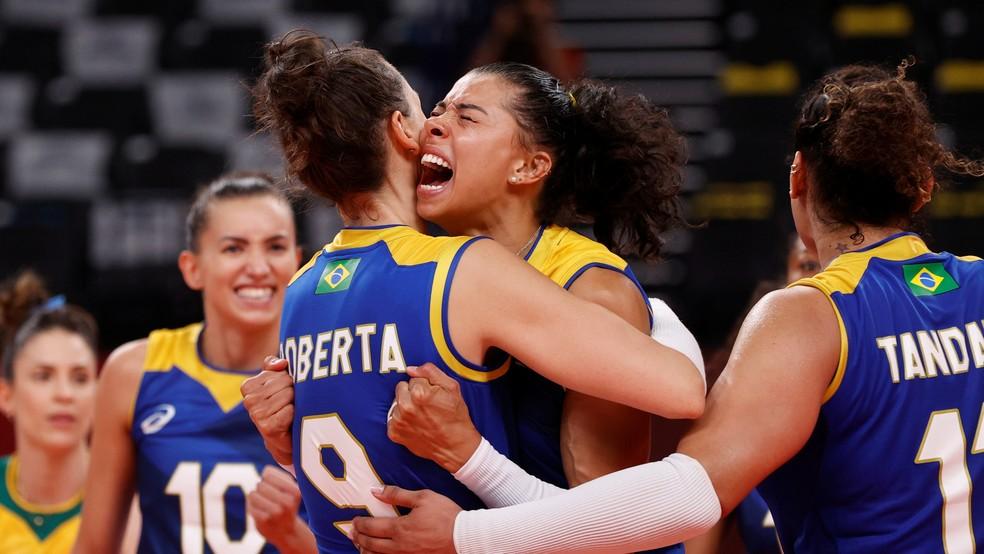 Roberta Brasil Sérvia vôlei feminino Olimpíadas Tóquio — Foto: Valentyn Ogirenko/Reuters