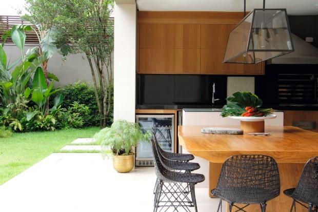 Integração total: casa em sp une cômodos e até o jardim (Foto: Marco Tiê/divulgação)