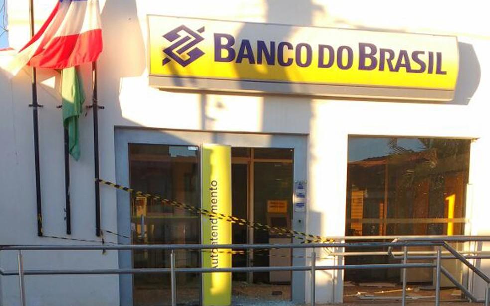 Agência bancária foi alvo de explosão, na madrugada desta quinta-feira (3) (Foto: Divulgação/ PM)