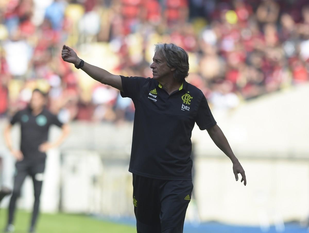Com show de Arrascaeta, Flamengo faz 6 a 1 no Goiás no Maracanã