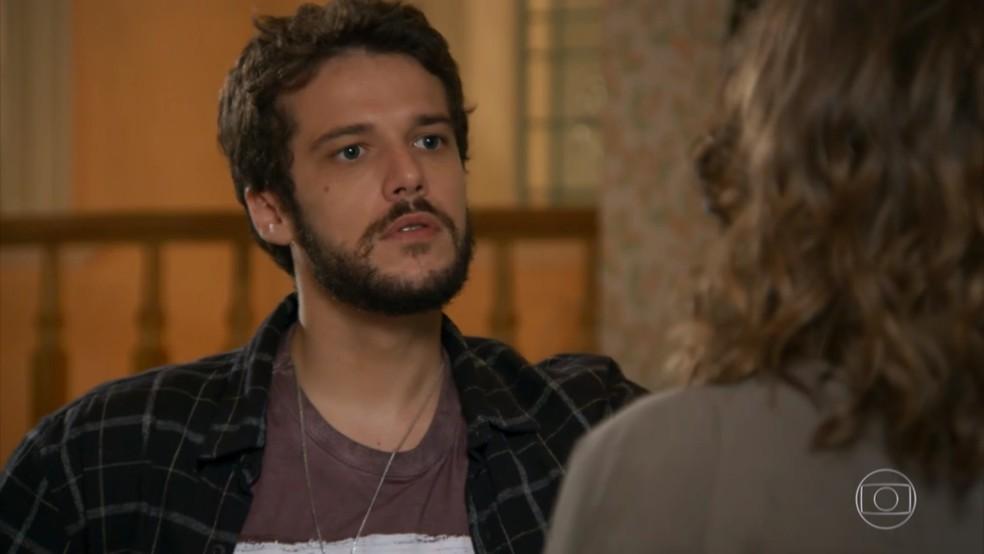 Giovanni (Jayme Matarazzo) reage com raiva ao receber visita de Camila (Agatha Moreira) - 'Haja Coração' — Foto: Globo