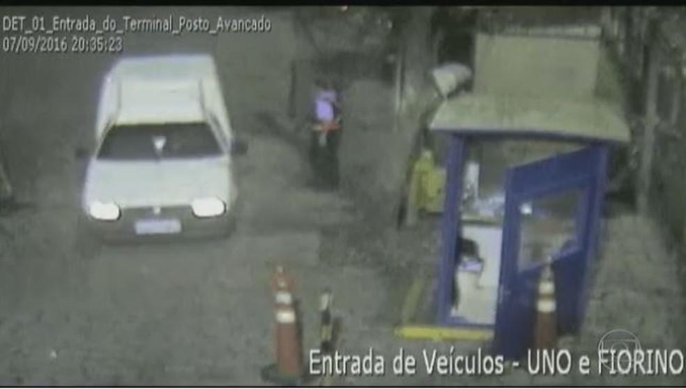 Funcionário deixa carros carregados de drogas entrarem no Porto de Santos (SP), segundo informações da PF (Foto: Reprodução/Bom Dia Brasil)