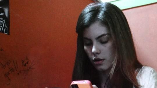 Bianca encontra mensagem de Duca no celular de Nat
