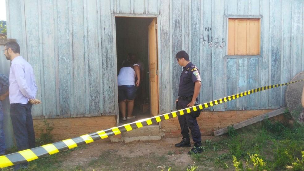 Casa onde vítima foi encontrada (Foto: Rondônia News/Reprodução)