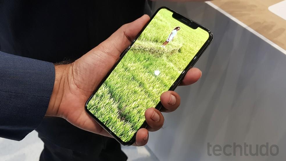iPhone XS Max chega a atinigir pontuações que são mais que o dobro do que o Pixel 3 atinge — Foto: Thássius Veloso/TechTudo