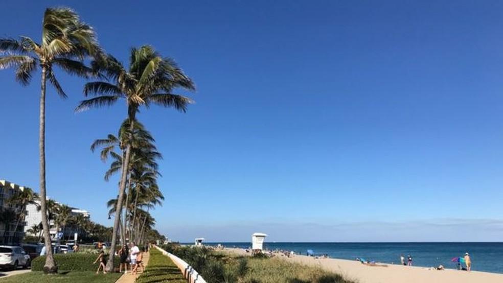 A praia de Palm Beach tem em torno de 5 km de extensão — Foto: BBC Mundo