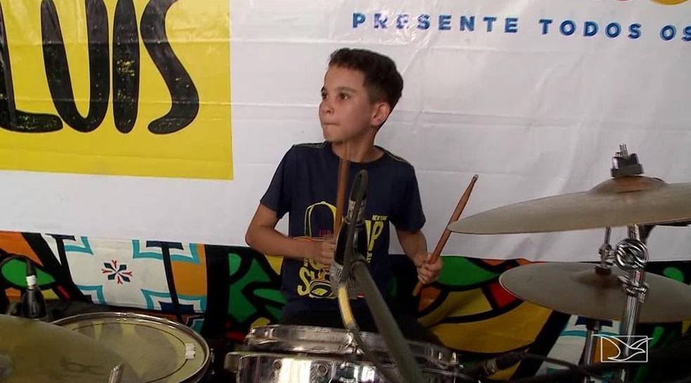 Danilo Silva que montou bateria de sucata se apresentou em São Luís — Foto: Reprodução/TV Mirante