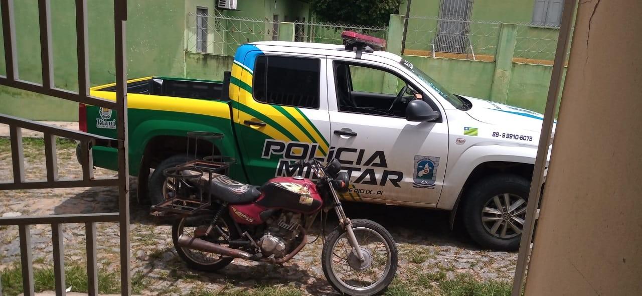 Homem disfarçado de policial finge entrega de intimação e mata vítima com tiros na nuca no Piauí