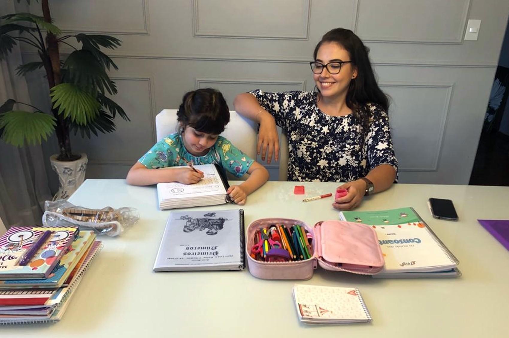 Interesse em 'homeschooling' aumenta em 36%, aponta estudo; professores do Sul de MG têm apostado no método