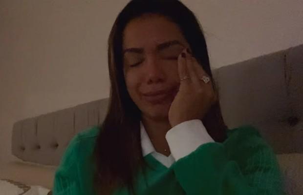 Anitta chora ao revelar abuso na adolescência (Foto: Reprodução)