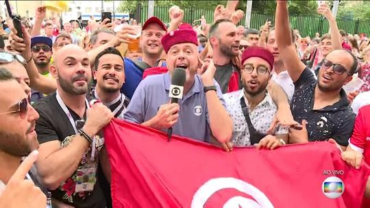 E daí que perdeu? Alex Escobar faz a festa com a torcida Tunísia na Copa