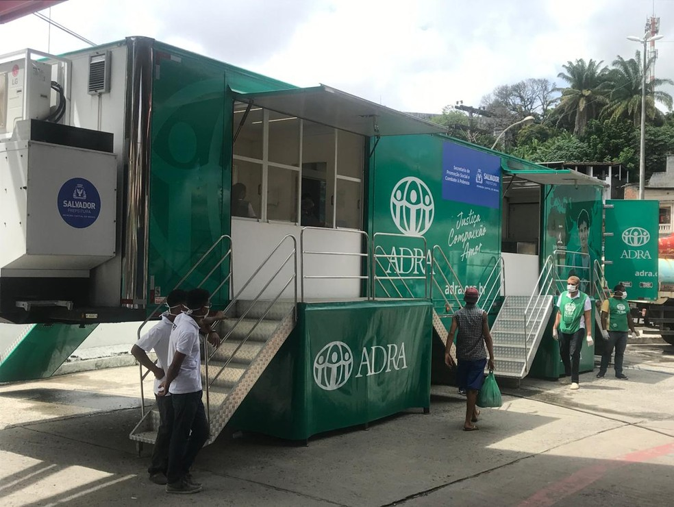 Lavanderia móvel foi entregue para moradores em situação de rua de Salvador, nesta terça-feira (31) — Foto: Renan Pinheiro/TV Bahia