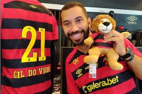 Gil do Vigor veste camisa do Sport (Foto: Reprodução)