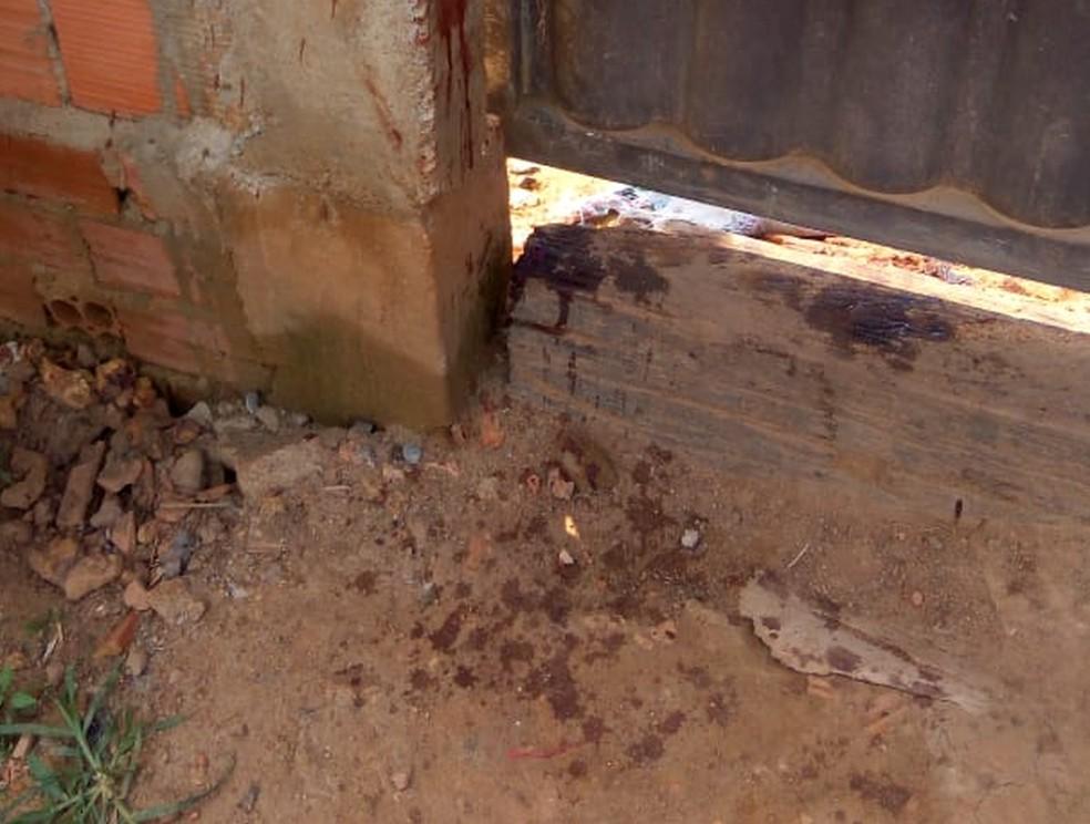 Um dos ataques foi na frente de uma casa na Zona Leste — Foto: Daniele Lira/G1