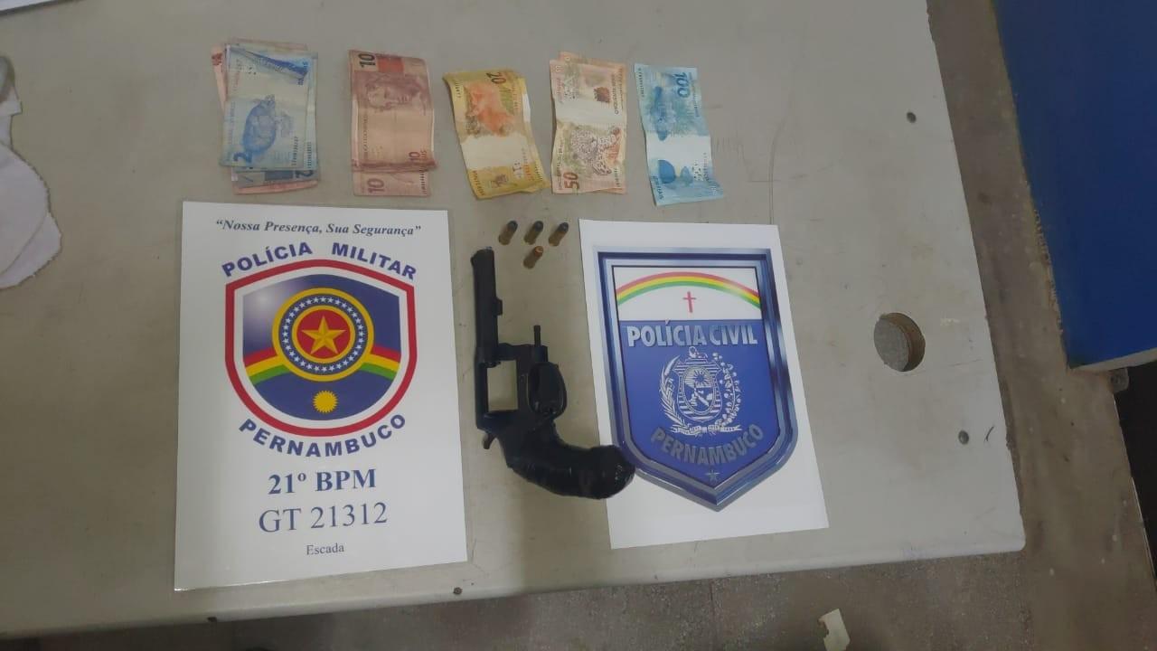 Garoto de 13 anos é flagrado com revólver, munições e dinheiro e é liberado pela polícia
