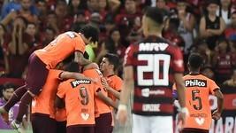 Furacão marca dois golaços e vira contra o Fla (André Durão)
