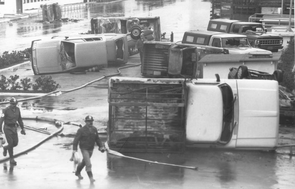 Destruição é vista após tumulto com depredação e incêndio em várias partes da fábrica da Ford em São Bernardo do Campo (SP), originada por cerca de 6.500 trabalhadores horistas que não receberam seus salários e deram início a um violento quebra-quebra, em julho de 1990 — Foto: Leonardo Soares/Estadão Conteúdo/Arquivo