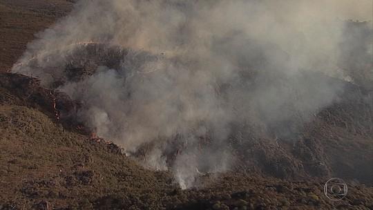 Incêndio volta a atingir Parque Estadual do Itacolomi em MG