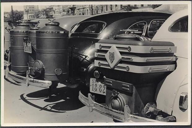 O gasômetro era colocado nos carros e utilizava os gases da queima de madeira para gerar energia (Foto: São Paulo in Foco)