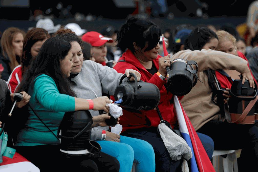 Paraguai bate recorde mundial de maior roda de tereré (Foto: Jorge Adorno/Reuters)
