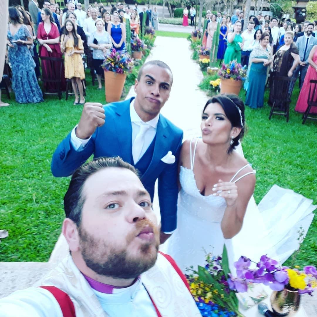 O Reverendo Lucas também registrou o casal Thiago e Yasmin (Foto: Reprodução / Instagram)