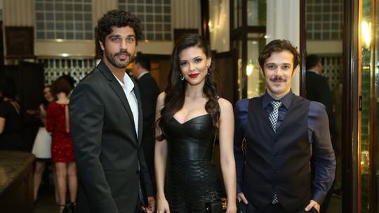 Confira os looks do elenco na coletiva de 'Tempo de Amar'