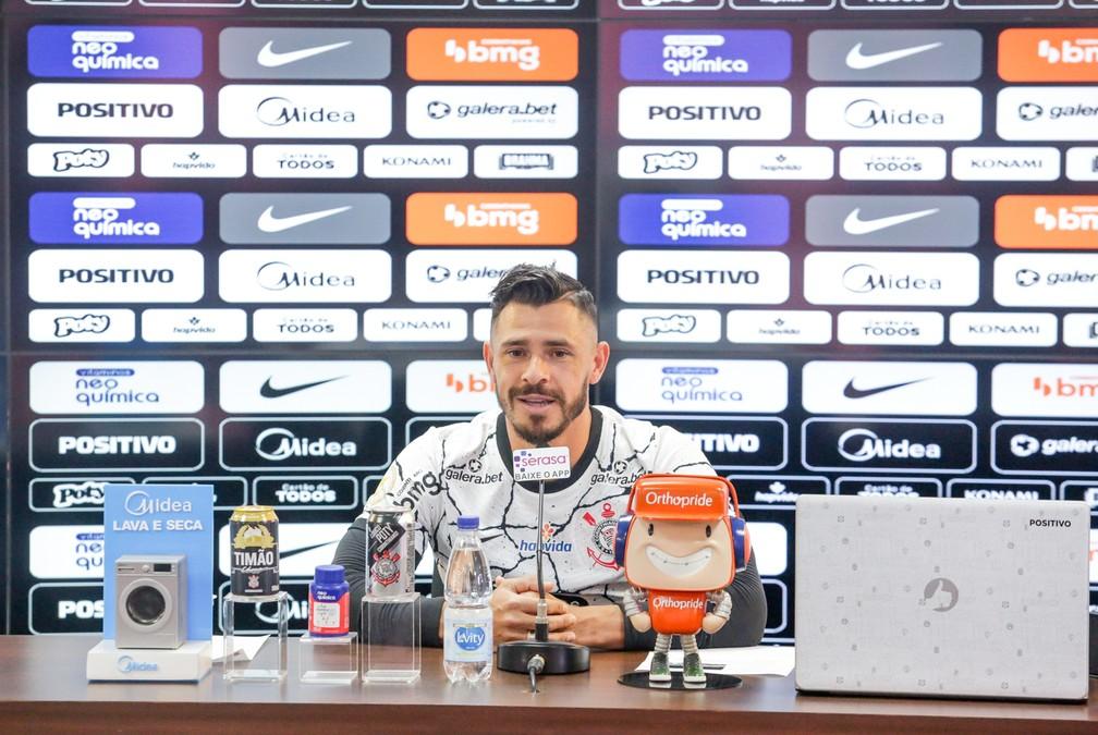 Giuliano durante sua coletiva de apresentação no CT do Corinthians — Foto: Rodrigo Coca/Ag.Corinthians