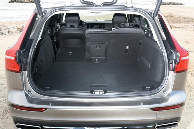 Porta-malas é muito maior do que o do V60 antigo (Foto: Divulgação)