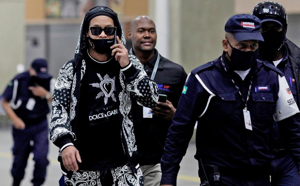 Ronaldinho Gaúcho chega ao Rio após voltar do Paraguai — Foto: Ricardo Moraes/Reuters