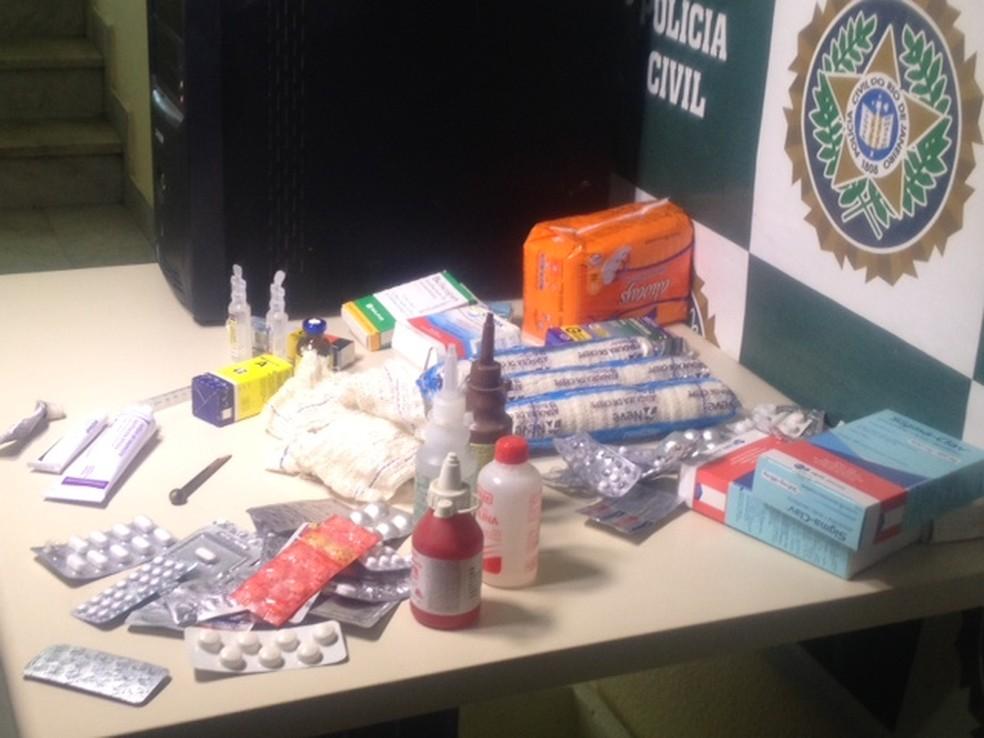 Remédios apreendidos que seria utilizados para aborto clandestino foram apreendidos pela polícia brasileira em Niterói (RJ) em setembro de 2014.  (Foto: Alba Valéria Mendonça/G1)