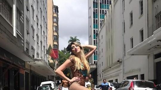 Dani Calabresa dança muito no Carnaval de rua em São Paulo