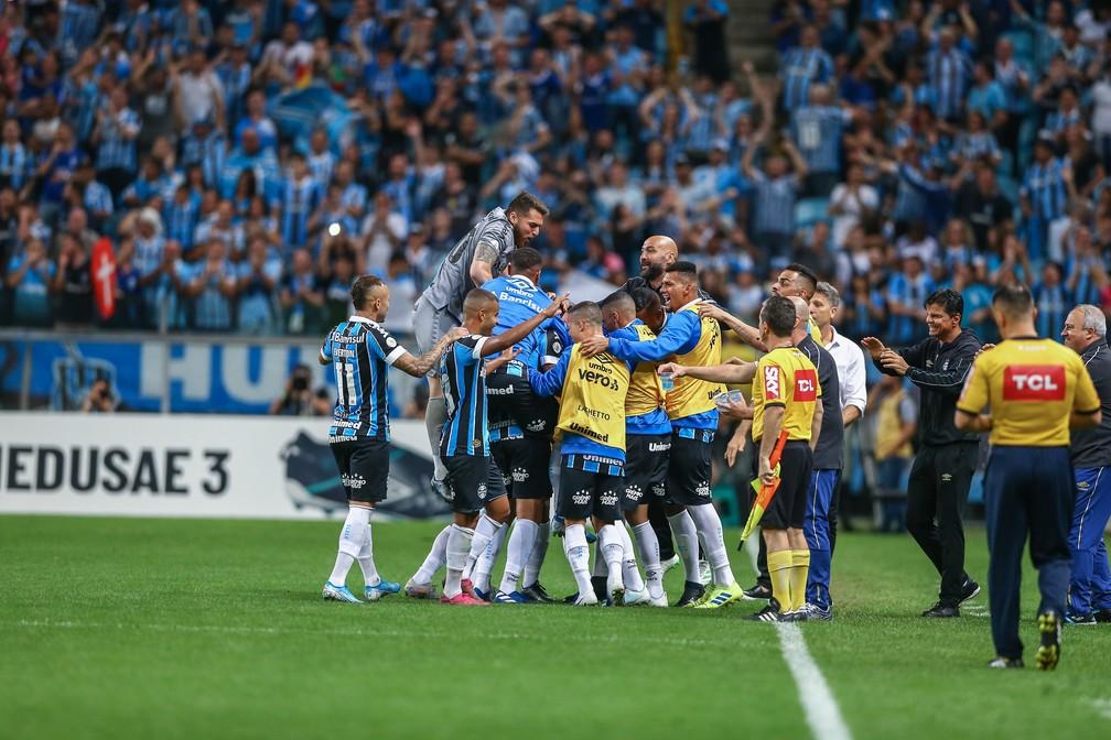 Grupo do Grêmio comemora gol de Rômulo no Gre-Nal — Foto: Lucas Uebel/Grêmio