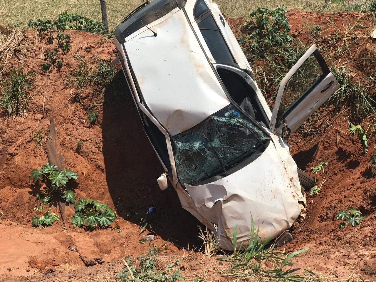 Mulher fica ferida depois de carro atravessar pista e capotar na BR-376, em Paranavaí - Notícias - Plantão Diário