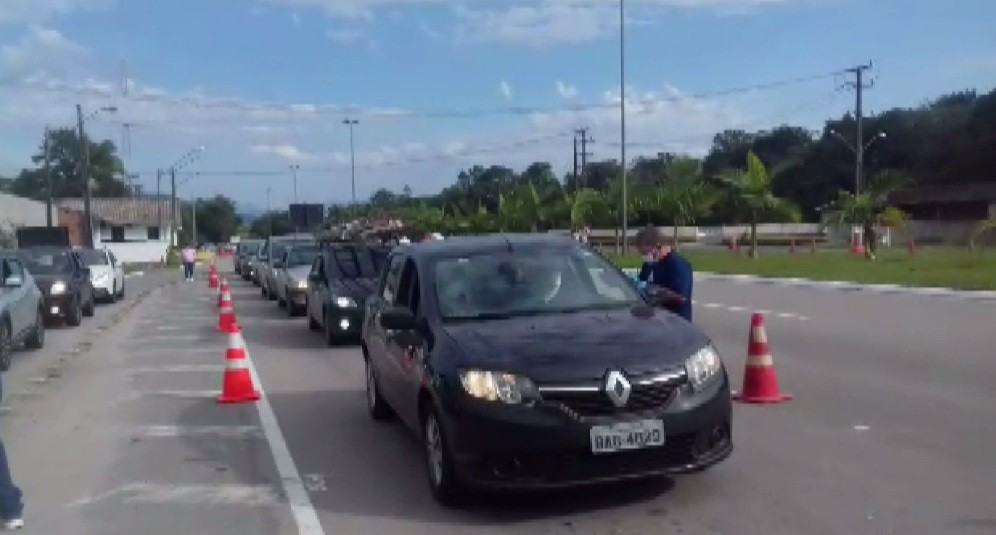 Guaratuba registra fila de carros em barreira sanitária na entrada da cidade, diz prefeitura