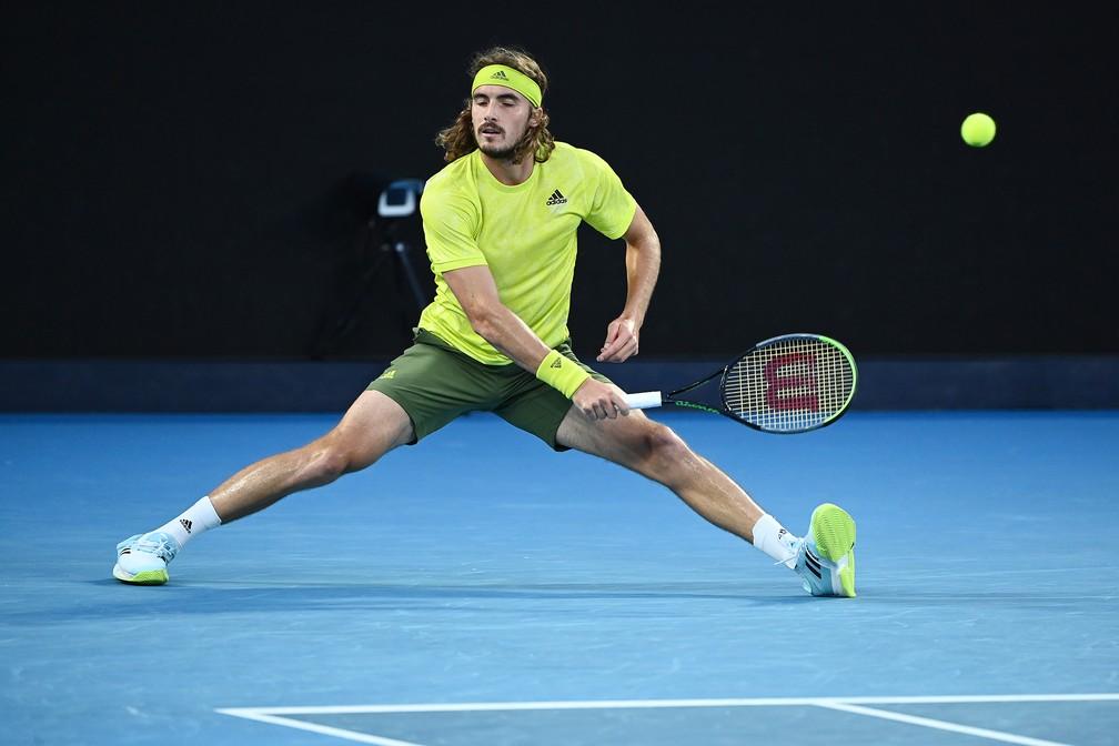 Stefanos Tsitsipas perdeu o controle do jogo no segundo set — Foto: Getty Images