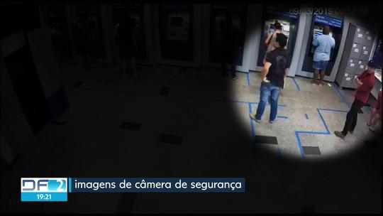 Estelionatário é preso com 13 cartões após aplicar golpe em agência bancária no DF